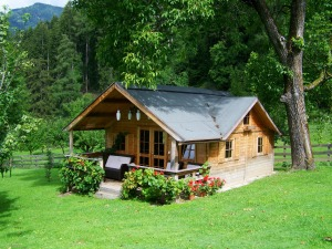 small-wooden-house-906912_1920